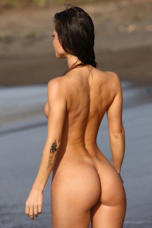 фото голая девушка со спины